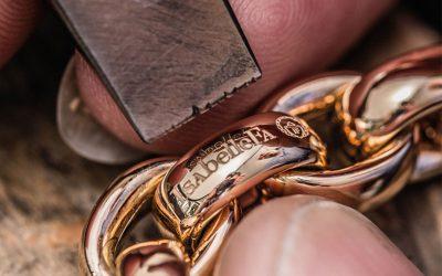 Die Kunst des traditionellen Kettengoldschmiedens